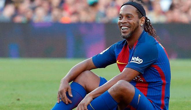 Foto: Căderea unui titan… Ronaldinho, găsit de Poliție cu acte false!
