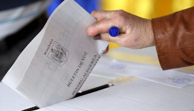 Foto: Alegătorii cu febră de peste 37,3 de grade vor vota într-o cabină specială