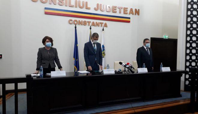 A început ceremonia de învestire a preşedintelui Consiliului Judeţean Constanţa - 1-1603986029.jpg
