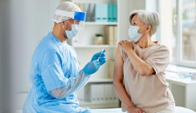 Pregătiri pentru cea de-a doua etapă de vaccinare. Cum se pot programa vârstnicii, profesorii şi persoanele din domeniile cheie - 1-1610460002.jpg