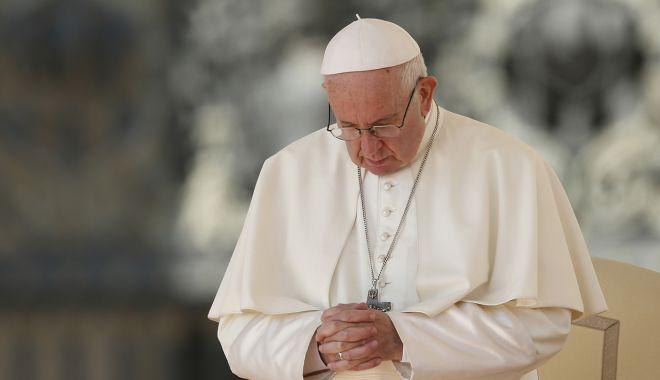Papa Francisc s-a vaccinat şi i-a îndemnat pe toți să se vaccineze - 1-1610554023.jpg