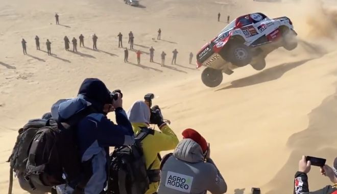 Foto: Accident spectaculos pentru Fernando Alonso, în Raliul Dakar