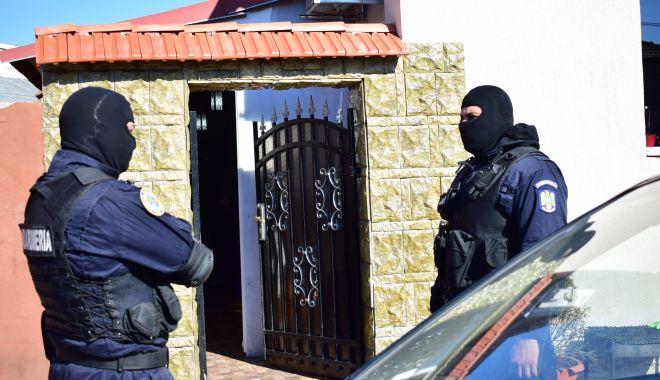 Foto: PERCHEZIȚII în Constanța. Tinere obligate să se prostitueze în Cehia și Spania