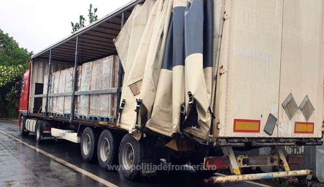 EVAZIUNE FISCALĂ, în atenția Gărzii de Coastă. Un camion cu pungi biodegradabile, confiscat! - 162262588322913012s4-1622630829.jpg