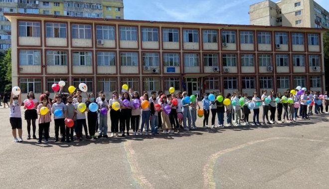 """GALERIE FOTO / Școala nr. 29 """"Mihai Viteazul"""" a îmbrăcat haine de sărbătoare - 19164833217641243774474278015355-1622195758.jpg"""