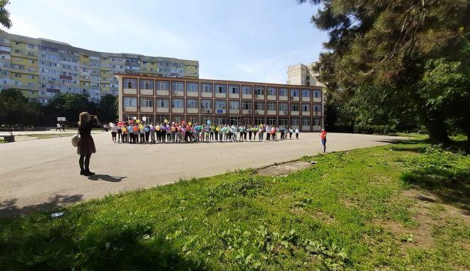 """GALERIE FOTO / Școala nr. 29 """"Mihai Viteazul"""" a îmbrăcat haine de sărbătoare - 19221542612627197616957573785567-1622195772.jpg"""