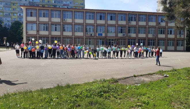 """GALERIE FOTO / Școala nr. 29 """"Mihai Viteazul"""" a îmbrăcat haine de sărbătoare - 19273474337625381052868973757212-1622195794.jpg"""