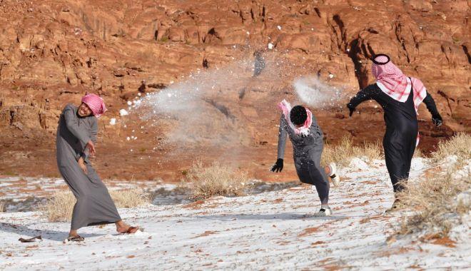 Fenomen rar: ninge în deșert! VEZI IMAGINI! - 2-1578907929.jpg