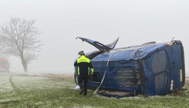 UPDATE! Accident grav la Constanța. Un microbuz răsturnat, două persoane sunt încarcerate - 2-1579072695.jpg