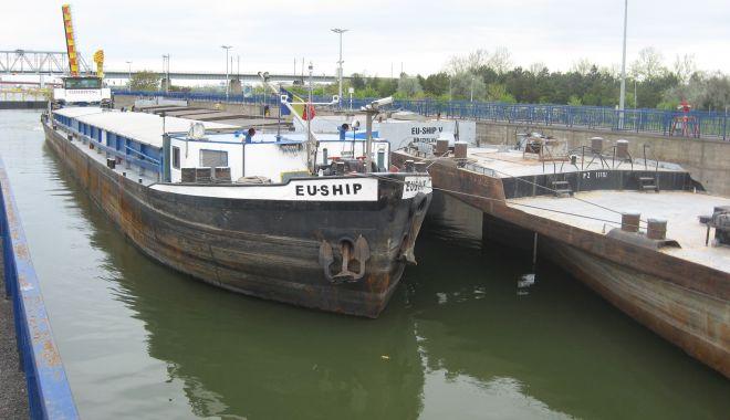 22.725 de unități navale au tranzitat canalele navigabile în primele unsprezece luni din 2020 - 22725deunittainavaleautranzitatc-1608041174.jpg