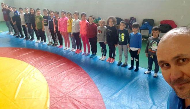 Lupte / Vasile Vicol începe munca de antrenor la Liceul cu Program Sportiv Constanţa - 24180142349187464181386968734657-1631526759.jpg