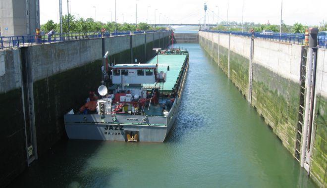 2.580 de unități navale au tranzitat canalele navigabile în primele zece luni din 2020 - 2580deunitatinavaleautranzitatca-1604687038.jpg