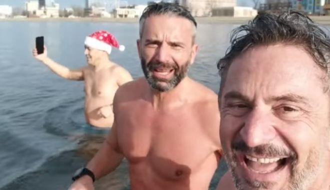 Alpiniști constănțeni, gest extrem în prima zi de Crăciun: au făcut baie în Marea Neagră - 269e44711fec43b6a50469c03cb295a2-1608897871.jpg