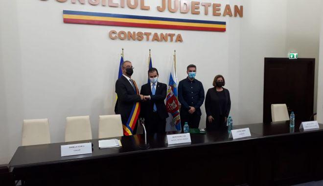 Primarul Vergil Chiţac şi consilierii locali depun jurământul - 3-1603983904.jpg