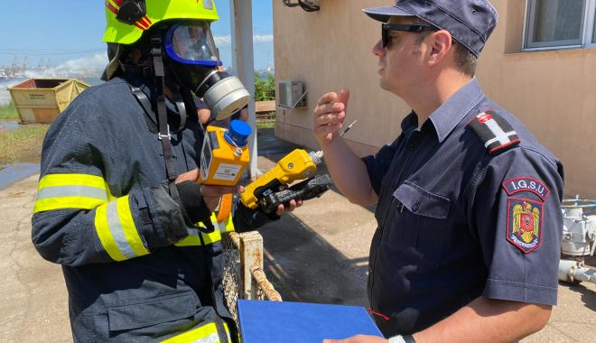GALERIE FOTO. EXERCIȚIU TACTIC la Oil Terminal: cât de prompt intervin salvatorii, în caz de explozie! - 35b50465bc1842f6ac06fa27d4dfed15-1626866454.jpg