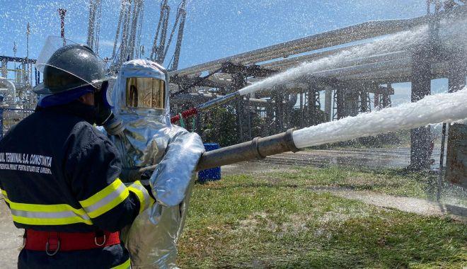 GALERIE FOTO. EXERCIȚIU TACTIC la Oil Terminal: cât de prompt intervin salvatorii, în caz de explozie! - 579c79abaa294eeeb75ef4a6326d9005-1626866343.jpg