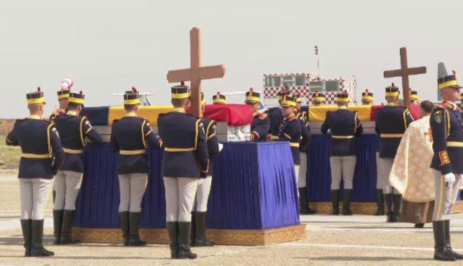 Foto: LACRIMI ȘI DURERE! Trupurile românilor uciși în Afganistan au fost repatriate