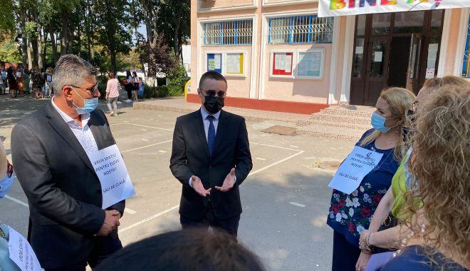 PROTEST la Școala nr. 30. Profesorii, în grevă japoneză - 7ae47de21a284db18769a883e7431017-1631527444.jpg