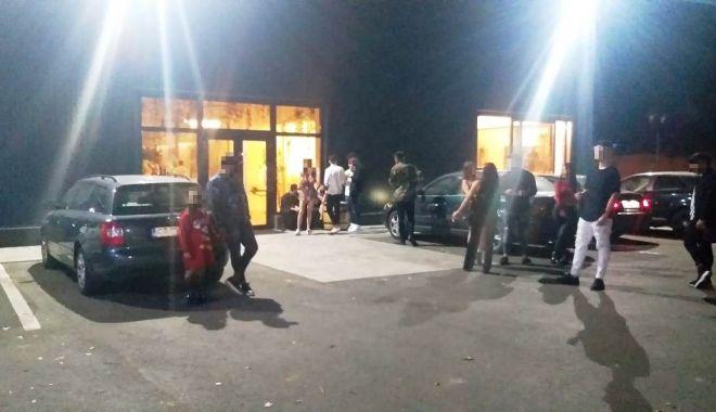 40 de persoane amendate de polițiști la un popas turistic din județul Constanța - a4a22ab384fd4a7ab91b5a1842da427f-1602926791.jpg
