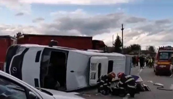 Accident cumplit! Doi morți și șapte copii în stare gravă după ce un microbuz școlar s-a ciocnit cu un autoturism - acc-1623303339.jpg