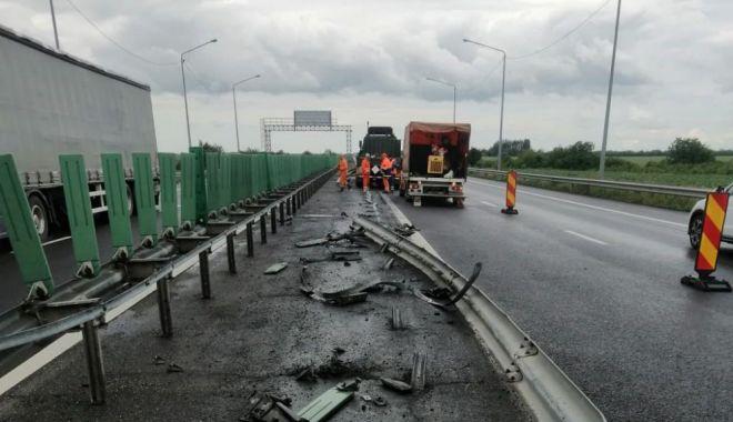 GALERIE FOTO. Autoutilitară a armatei, implicată într-un accident pe A2. Circulaţia rutieră, restricţionată - accidenta21622626946-1622627298.jpg