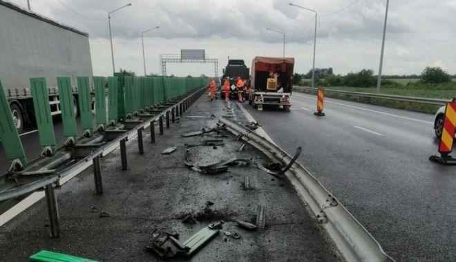 GALERIE FOTO. Autoutilitară a armatei, implicată într-un accident pe A2. Circulaţia rutieră, restricţionată - accidenta231622626972-1622627309.jpg