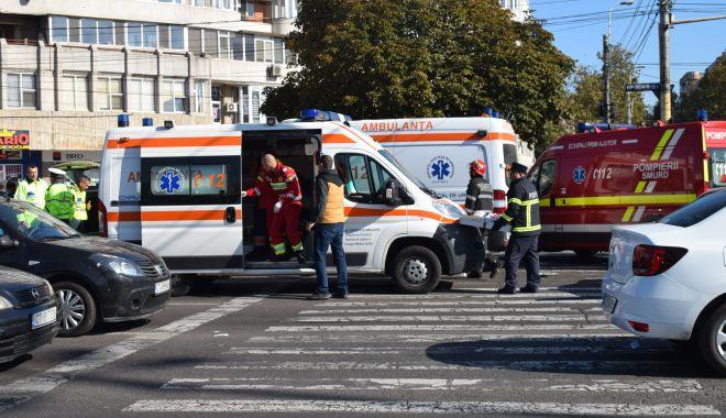 Copil de 7 ani, rănit într-un accident, în zona Casa de Cultură - accidentambulantataxi9-1622617238.jpg