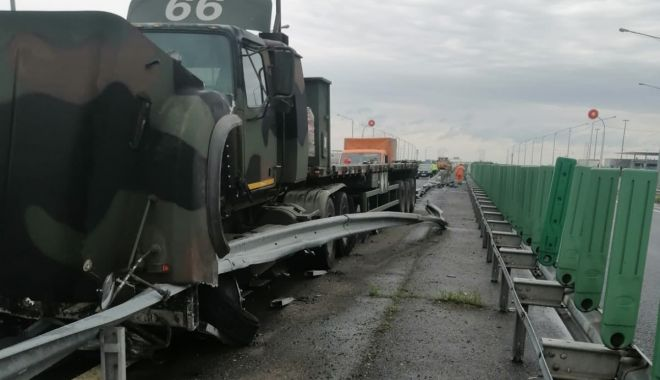 GALERIE FOTO. Autoutilitară a armatei, implicată într-un accident pe A2. Circulaţia rutieră, restricţionată - accidentprima-1622626917.jpg