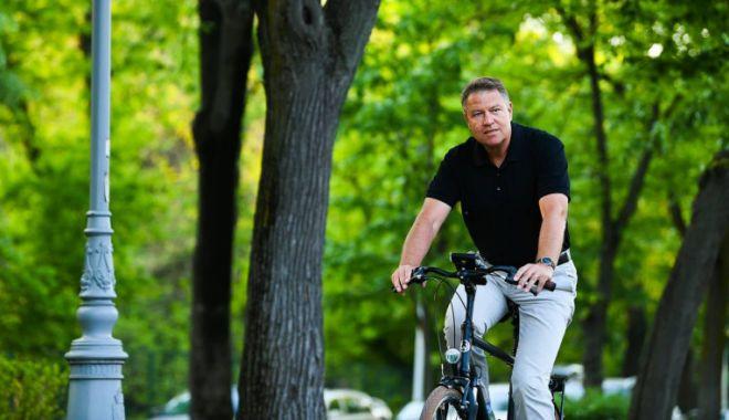Preşedintele Klaus Iohannis, cu bicicleta spre Cotroceni în