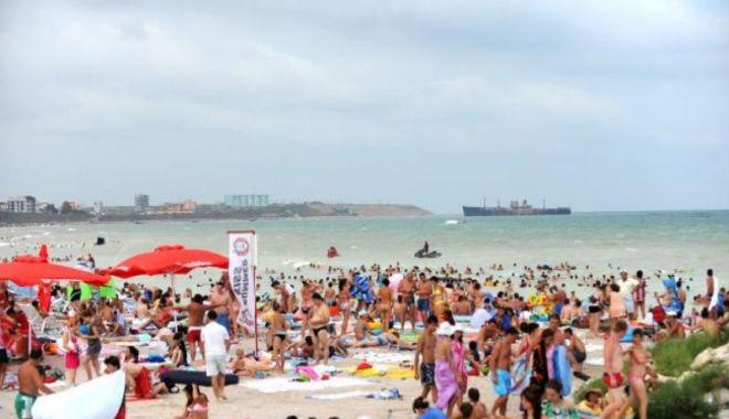 Cel mai aglomerat weekend la mare, peste 200.000 de turişti - aglomeratiemarepelitoralnimicnup-1627736697.jpg