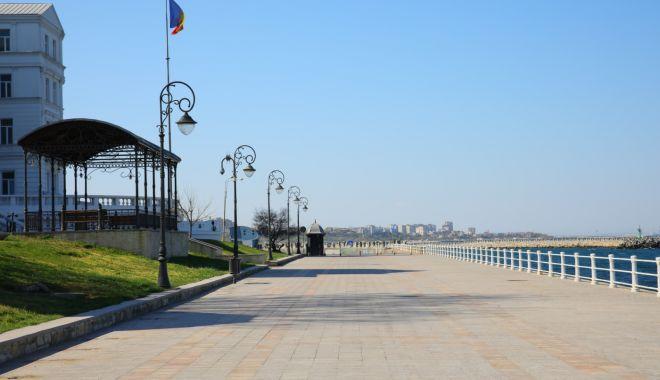 Foto: A început recondiționarea băncilor de odihnă din municipiul Constanța