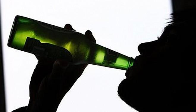 Tinerii care consumă alcool ar putea deveni dependenți - alcool-1369652450.jpg