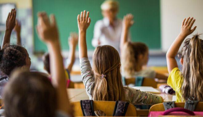 Luni începe anul şcolar 2021-2022. Tot ce trebuie să ştie părinţii despre condiţiile de desfăşurare a cursurilor - anscolar-1631437593.jpg
