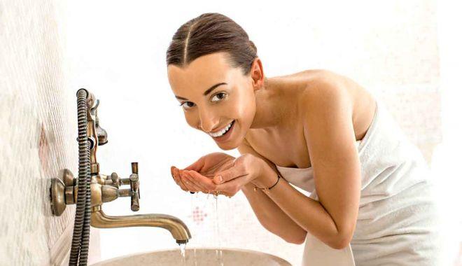 Ce spun specialiștii - Cu ce apă este mai bine să vă spălaţi pe faţă? Caldă sau rece? - apa-1622370192.jpg