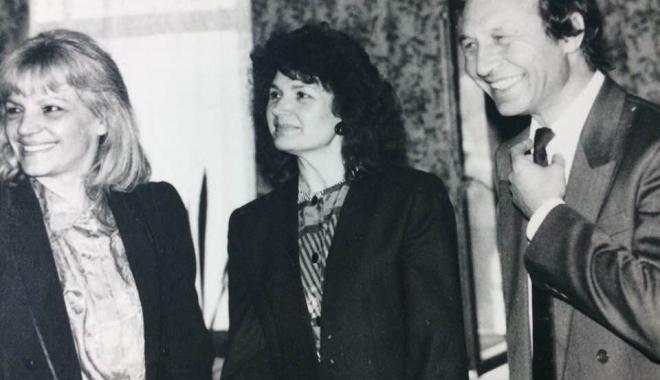 """Foto: Arhiva de Aur """"Cuget Liber"""". Traian Băsescu, în 1994, la costum și cu mult păr"""