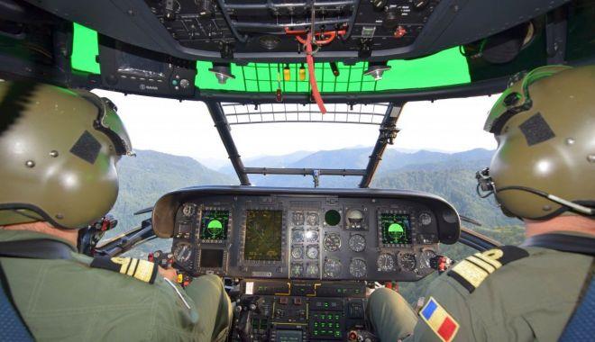 """Foto: Totul pentru dobândirea """"aripilor""""! Cum se pregătesc viitorii piloți marinari"""