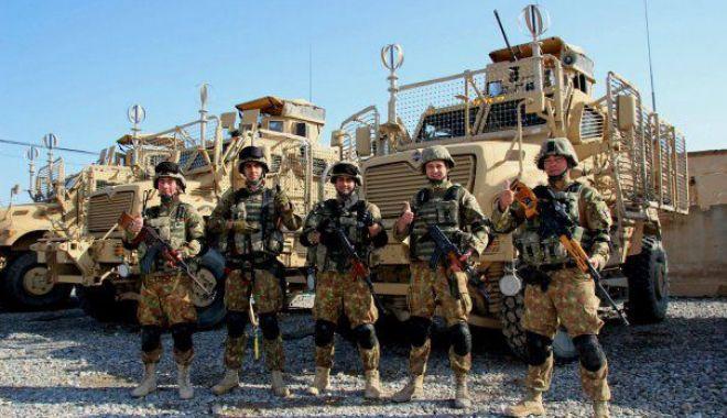Foto: Scandalul uniformelor decolorate. Ce explicații dă conducerea MApN