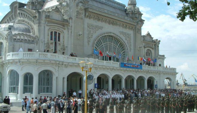 Foto: GALERIE FOTO / Militari români la un moment special, Cazinoul nu era ruină…