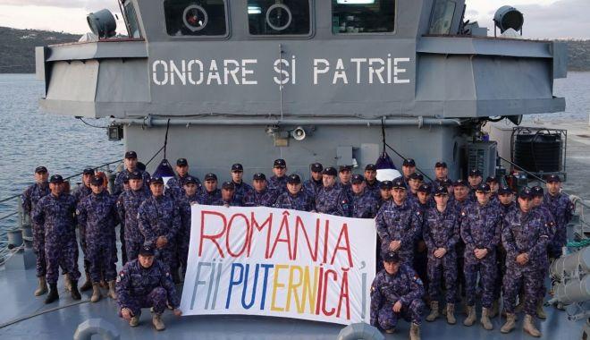 Foto: România, fii puternică! Mesaj al marinarilor militari, din Marea Mediterană