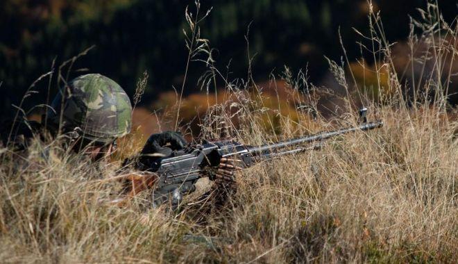 Foto: Militari români, antrenați pentru acțiuni de luptă în teren muntos