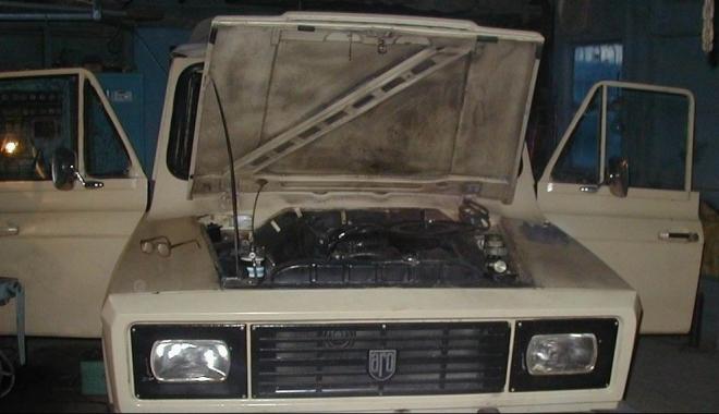 """Foto: """"Am cumpărat un ARO 240. Unde îl pot recarosa? Să schimb motorul cu unul de Brașov?"""""""