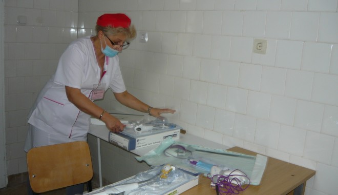 Spitalul Militar Constanța angajează asistent medical - asistentaspitalchirurgie-1362647883.jpg