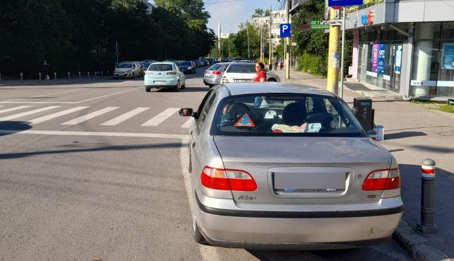 Atenţie, unde staţionaţi! Poliţiştii locali ridică maşinile parcate neregulamentar - atentieundestationati-1623311876.jpg