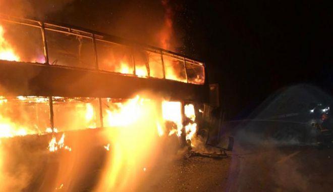 Autocar cu 44 de călători, în flăcări pe Autostrada A1 - auto-1611647345.jpg