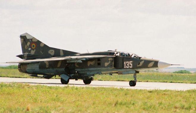 Foto: Piloți de elită, pe MiG-29. Aterizare de noapte, în condiții grele! (II)