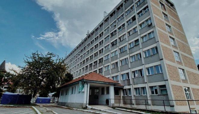 Un bărbat internat cu piciorul rupt la spitalul din Caransebeş, a murit după câteva zile - barbat-1634147130.jpg