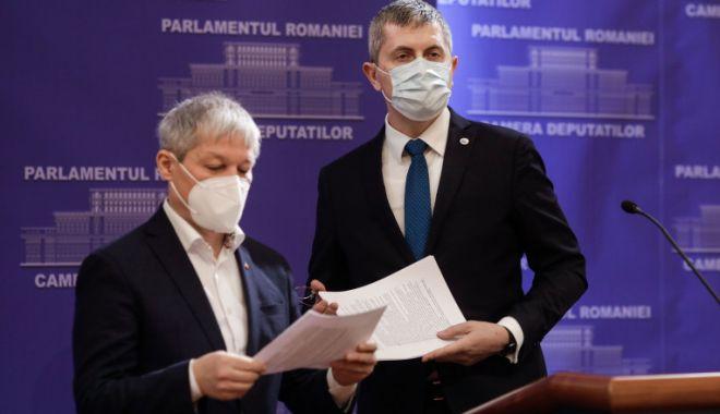 Barna și Cioloș vor să fie dublu-președinți, de partid și țară - barnaciolosi-1615133687.jpg