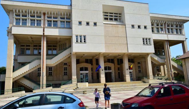 Dublă lansare de carte la Biblioteca Judeţeană Constanţa - bibliotecajudeteanaioannroman6-1625572158.jpg
