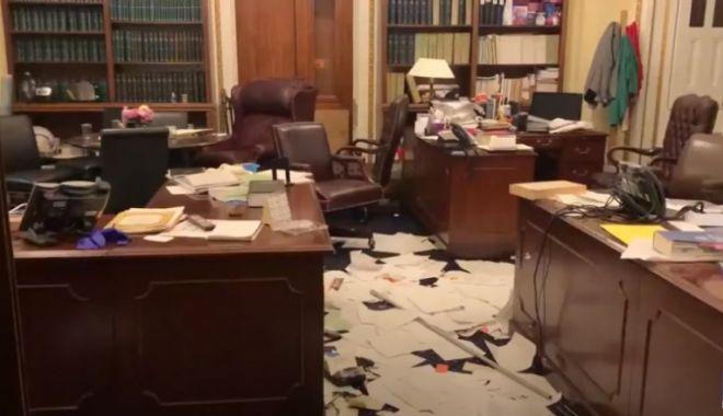 Dezastru în birourile din Capitoliu după ce forțele de ordine au evacuat protestatarii - birou-1610010781.jpg