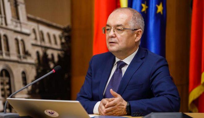 """Emil Boc: """"O cădere a Guvernului și o criză politică ar însemna harababură"""" - bocdeclaratii-1618508616.jpg"""